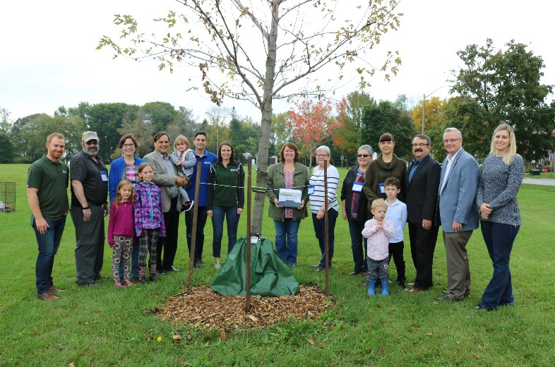 Offsetting our carbon footprint: L-SETAC members participate in tree planting in Oshawa!